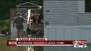 Muskogee residents leave home during floods [Video]