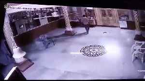 Bumbling thief caught stealing safe box from Indian temple [Video]