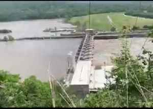Barges Collide With Dam in Webbers Falls Amid Arkansas River Flooding [Video]