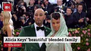 Alicia Keys Praises Her Family [Video]