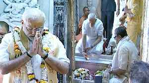 PM Modi in Varanasi for thanks giving visit, offers prayers at Kashi Vishwanath | Oneindia News [Video]