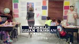 Michelle Lujan Grisham mock's Trump wall [Video]