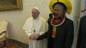 Pope Francis meets indigenous Amazon chief Raoni [Video]
