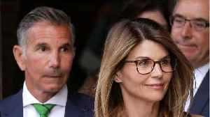 """Lori Loughlin's Daughter Olivia Jade """"Fully Knew"""" About Bribery [Video]"""
