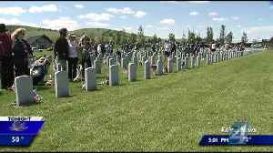 Hundreds gather at Washington State Veterans Cemetery to remember the fallen on Memorial Day [Video]