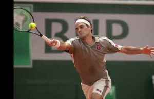 Federer advances easily at Roland Garros with a spotlight on his new look [Video]