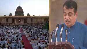Modi Sarkar 2:  BJP Leader Nitin Gadkari takes oath | Watch Video | Oneindia News [Video]