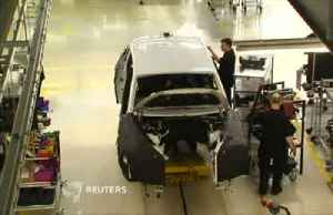 Brexit shutdowns hammer UK car production in April - industry group [Video]