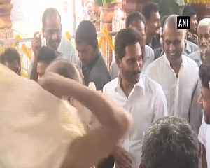 Jagan Mohan Reddy offers prayers at Kanaka Durga Temple ahead of swearing in ceremony [Video]