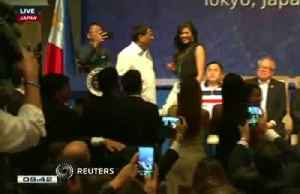 Philippines' Duterte kisses 5 Filipino women on stage while in Tokyo [Video]