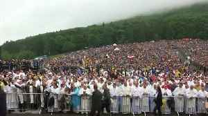 Weather disrupts Pope's second day in Romania [Video]