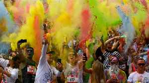 Muscovites welcome summer with annual colour run [Video]