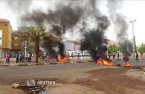 Sudanese protesters set up barricades after night of violence [Video]