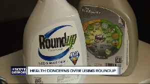 Can a chemical in Roundup weed killer cause cancer? Man plans to sue after diagnosis [Video]