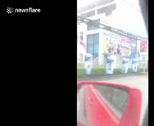 Thai motorcyclist arrested after standing on the seat while speeding down motorway [Video]
