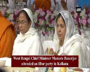 Mamata Banerjee attends Iftar party organised by Kolkata Municipal Corp [Video]
