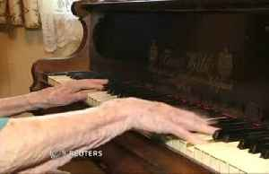 108-year-old pianist doesn't let age stop her playing [Video]