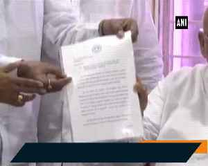 12 Congress MLAs in Telangana seek merger with TRS Legislature Party [Video]