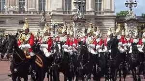 Hundreds line The Mall in London to greet Queen on her birthday [Video]
