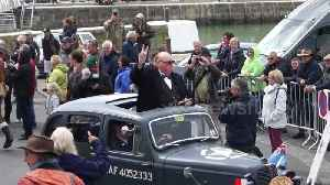 Churchill impersonator delights D-Day crowds in northern France [Video]
