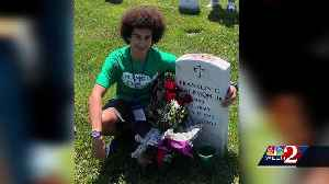 Central Florida teen visits father's grave on school field trip to Arlington National Cemetery [Video]