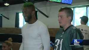12-year-old cancer survivor teams up with Eagles player to raise money for pediatric cancer patients [Video]