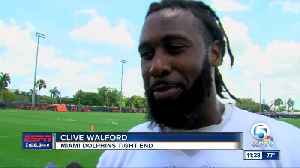 Dolphins' O'Leary, Walford Bonding On The Gridiron [Video]