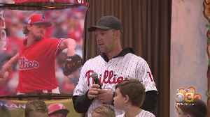 Phillies' Rhys Hoskins, Phanatic Surprise Students At St. Laurentius School [Video]