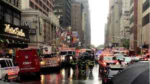 Helicopter crashes onto roof of New York City building, killing one [Video]