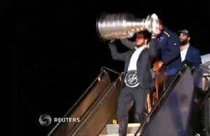 Stanley Cup arrives in St. Louis [Video]
