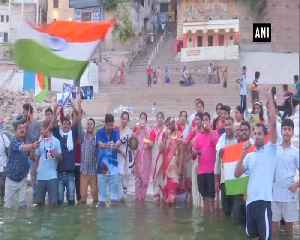 Fans in Varanasi perform special pooja ahead of team Indias clash against Pakistan [Video]