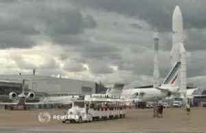 Paris Air Show opens under cloudy skies for planemakers [Video]