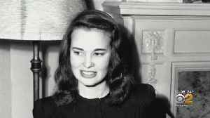 Gloria Vanderbilt, Iconic Fashion Designer, Dies At Age 95 [Video]