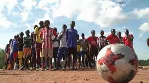Top Italian football club train refugees and local youth in Uganda to 'promote sports and peace' [Video]