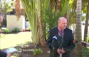 Australian police detective stops news conference to tackle man [Video]