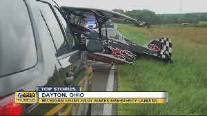 Michigan stunt pilot makes emergency landing in Ohio [Video]