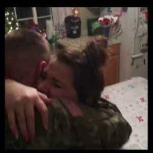 Soldier Surprises Family with Homecoming on Christmas [Video]