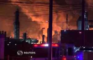 Refinery fire 'looked like a nuclear bomb went off' [Video]