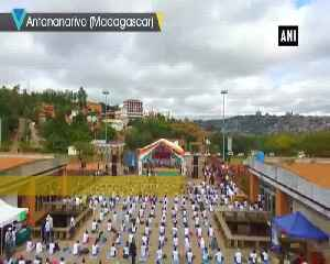 Thousands gather in Antananarivo to mark 5th International Yoga Day [Video]