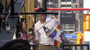 Justin Trudeau spotted at Pride parade in downtown Toronto [Video]