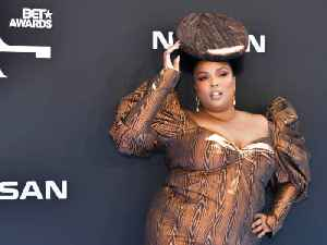 News video: Lizzo's Head-Piece Was 'Hand-Painted' an Hour Before BET Awards