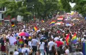 Costa Ricans celebrate first pride march since gay marriage ruling [Video]