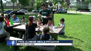 Free summer meals offered at dozens of Milwaukee-area locations [Video]