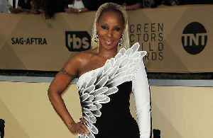 Mary J Blige 'learned to be happy' following divorce [Video]