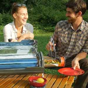 This grill uses the sun to cook your food [Video]