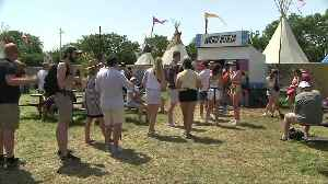 Glastonbury's plastic bottle ban tested by hot weather [Video]