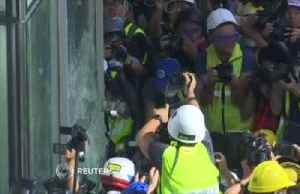 Hong Kong protesters smash windows at legislature [Video]