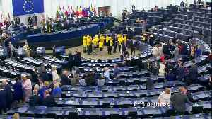 Brexit Party MEPs turn back on EU anthem [Video]