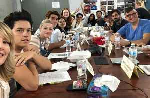 Riverdale cast pay tribute to Luke Perry at script reading [Video]