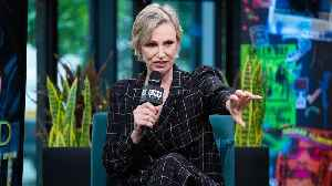 Jane Lynch Appreciates The Power Of Working Improvisationally On NBC's 'Hollywood Game Night' [Video]